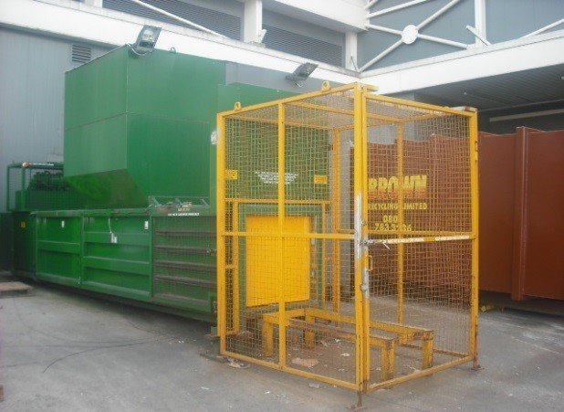 KK500 semi-automatic baler with canopy